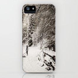 Dans la neige iPhone Case