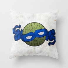 the blue turtle Throw Pillow