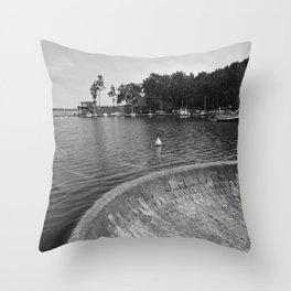 Machovo jezero lake Throw Pillow