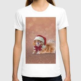 Dog Pomeranian Spitz in red hat of Santa Claus T-shirt
