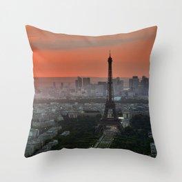 Paris le soir Tour Eiffel Throw Pillow