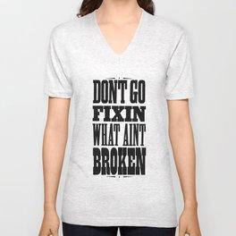 dont go fixin what aint broken Unisex V-Neck