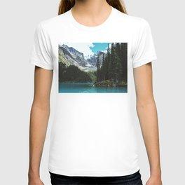 Canoeing in Moraine lake T-shirt