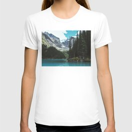 Canoeing in Moraine lake T-shirt