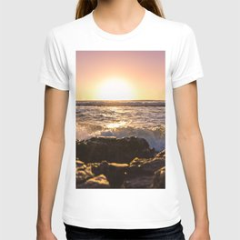 Wave splash against pink sunset - Landscape Photography T-shirt