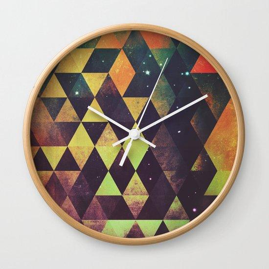 yrgyle nyyt Wall Clock