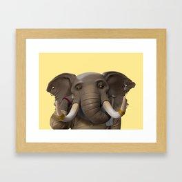 Elefant Chilling Framed Art Print