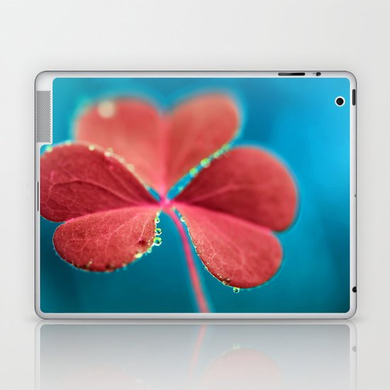 You turn my heart every which way - pink clover macro. Laptop & iPad Skin