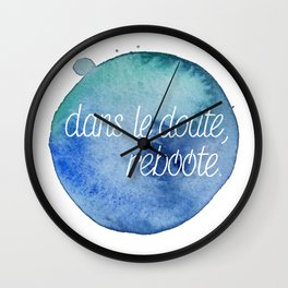 Dans le doute, reboote. - Blue Wall Clock