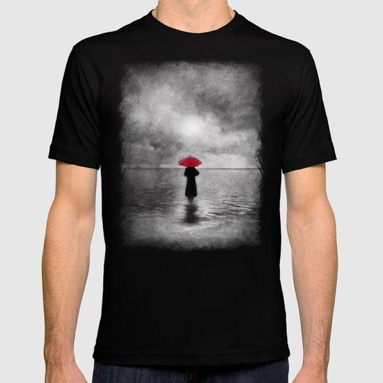 waiting in the sea II  -  by Viviana Gonzalez T-shirt