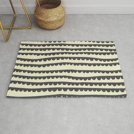 Scalloped Garland Rug