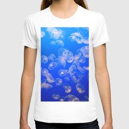 UNDERWATER PHOTOGRAPHY OF JELLYFISH T-shirt