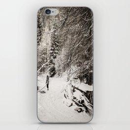 Dans la neige iPhone Skin