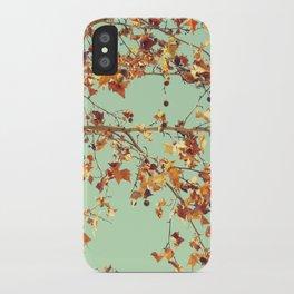 En los árboles iPhone Case
