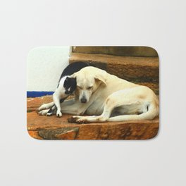 Like cats and dogs Bath Mat