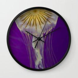 La méduse solitaire Wall Clock