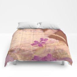 Nostalgic Lilac flower Vintage style Comforters
