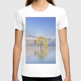 New Zealand Landscape Photograph Wanaka Tree T-shirt