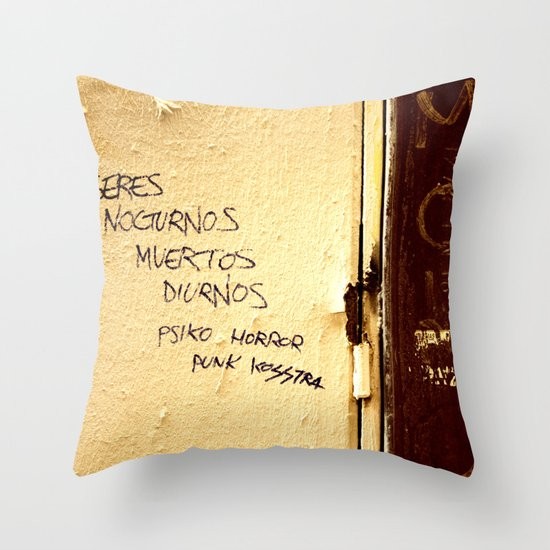 Palabras en la calle  Throw Pillow