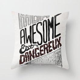 Mon Awesome Est Dangereux. Throw Pillow