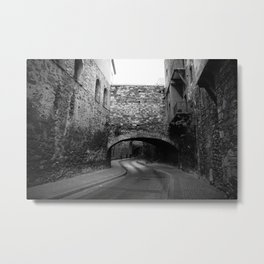 Calle con túnel Metal Print