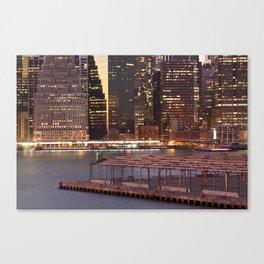 a city never sleeps Canvas Print