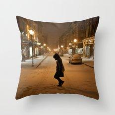 Québec Night Throw Pillow