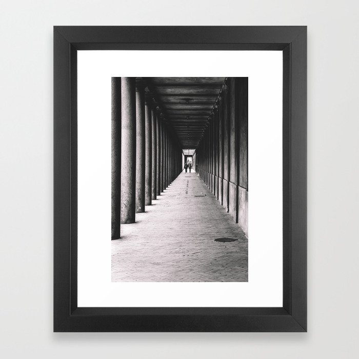 Arcade with columns in Copenhagen, architecture black and white photography Gerahmter Kunstdruck