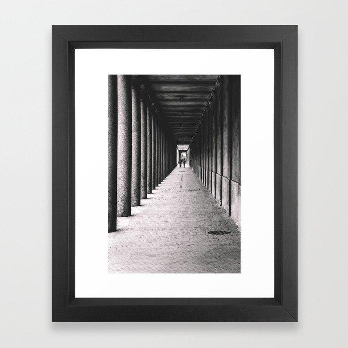 Arcade with columns in Copenhagen, architecture black and white photography Gerahmter Kunstdruck