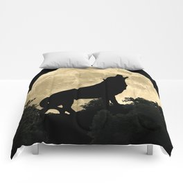 Wolf Howling at the Full Moon A303 Comforters