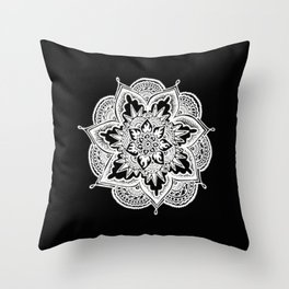 Mandala - Dentelle Throw Pillow