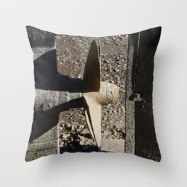 Hélice Throw Pillow