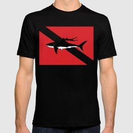 great white shark dive T-shirt