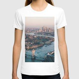 London Tower Bridge Cityscape (Color) T-shirt