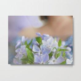 Pâle fleur, timide pervenche Metal Print