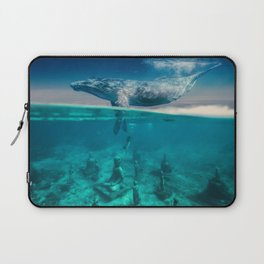 Between the sea and sky by GEN Z Laptop Sleeve