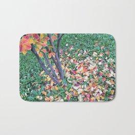 Foglie in autunno sul prato. Leafs in the park. Feuilles dans le jardin d'automne. Bath Mat
