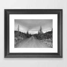 Chemin qui mène nulle-part Framed Art Print