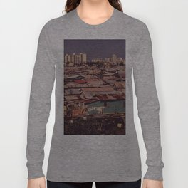 'MODERN BUILDINGS TOWER OVER THE SHANTIES CROWDED ALONG THE MARTIN PENA CANAL' Long Sleeve T-shirt