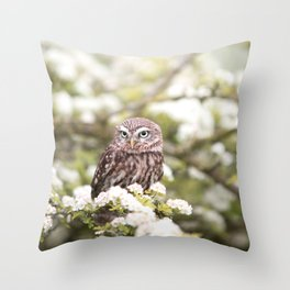 Chouette nature Throw Pillow