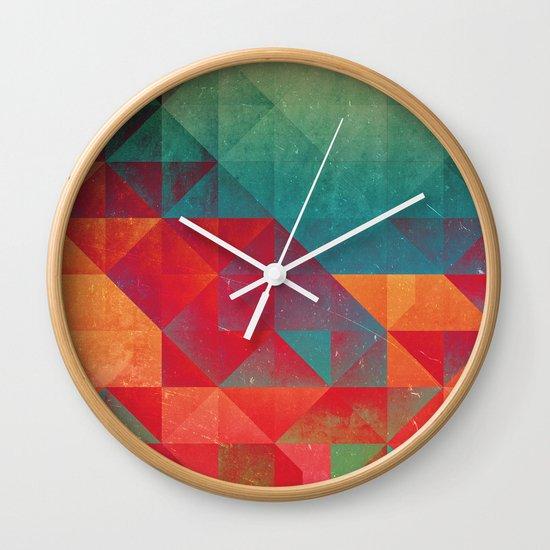 myssyng pyyce Wall Clock