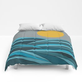 The ocean, waves and sun Comforters
