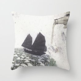 En bateau Throw Pillow