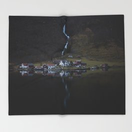 River that vanishes (Fjord) Throw Blanket