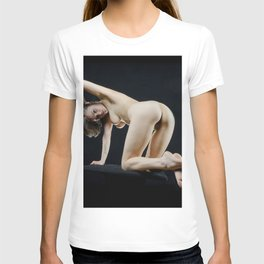 8288s-KMA Nude Art Model on Knees Looking Back Feet Crossed Arm Up T-shirt