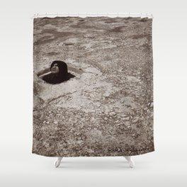 El encierro de Dante Shower Curtain