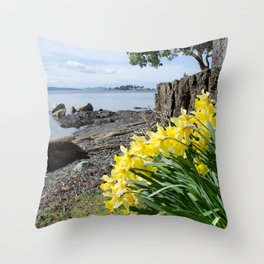 DAFFODILS OF SPRING IN THE SAN JUAN ISLANDS Throw Pillow