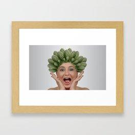 Assez des cheveux QUI PIQUENT Framed Art Print