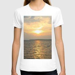 Vertical Sunrise over Lake Huron T-shirt