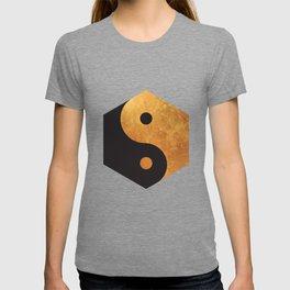 Yin Yang Geometrical Zen Meditation Yoga Gold Black Balance Minimalist   T-shirt
